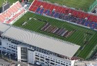 改修された東大阪市花園ラグビー場で開幕した第98回全国高校ラグビー大会=東大阪市で2018年12月27日午前10時37分、本社ヘリから大西達也撮影