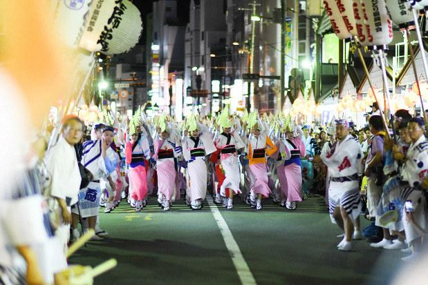 徳島阿波踊り 収支計画に批判相次ぐ 運営協の今年度初会合 - 毎日新聞
