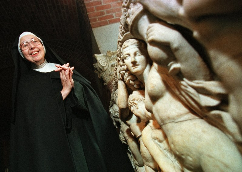 Sister Wendy Beckett, TV art historian, dies at 88