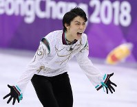 Japan's Yuzuru Hanyu reacts after performing in the men's figure skating free program at the Gangneung Ice Arena at the 2018 Winter Olympics in South Korea, on Feb. 17, 2018. (Mainichi/Junichi Sasaki)