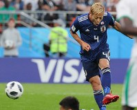 サッカーW杯。【日本―セネガル】後半、同点ゴールを決める本田=ロシア・エカテリンブルクで2018年6月24日、長谷川直亮撮影