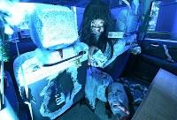 大阪府門真市のタクシー会社「未来都」が企画した「霊感タクシー」。車内には多くの幽霊グッズが並ぶ=大阪市北区で2018年8月18日、山崎一輝撮影(フィルターを使用)