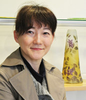 グラススタジオ・チロの南佳織さん=富山県高岡市木津で、青山郁子撮影