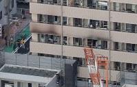 火災のあった簡易宿泊所=横浜市中区寿町で2019年1月04日午前、本社ヘリから尾籠章裕撮影
