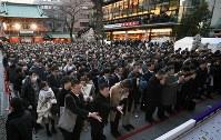 神田明神に参拝する大勢の人たち=東京都千代田区で2019年1月4日午後4時42分、丸山博撮影