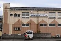 工場の倉庫を利用した「徳島マスジド」=徳島市で2018年6月28日、久保玲撮影
