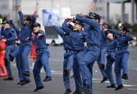 東京消防庁の出初め式で披露されたストリートダンス同好会のパフォーマンス=東京都江東区で2019年1月6日午前10時34分、竹内紀臣撮影