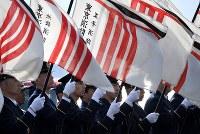 東京消防庁の出初め式で整列する消防隊員=東京都江東区で2019年1月6日午前10時、竹内紀臣撮影