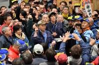 豊洲市場の水産仲卸市場でおこなわれた生鮮マグロの初競り=東京都江東区で2019年1月5日午前5時10分(代表撮影)