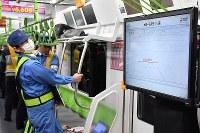 自動運転の試験が行われている山手線の車内=東京都品川区で2019年1月7日午前1時53分、渡部直樹撮影