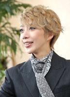 月組公演「アンナ・カレーニナ」に主演する男役スターの美弥るりか=兵庫県宝塚市で、梅田麻衣子撮影