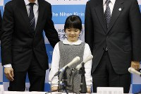 Nine-year-old Sumire Nakamura arrives at a press conference to announce that she will become the youngest ever professional Go player, in Tokyo's Chiyoda Ward on Jan. 5, 2019. (Mainichi/Masahiro Ogawa)