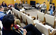 毎回各地から研究者が集まるミュージッキングの研究会=大阪府吹田市の国立民族学博物館で、須藤唯哉撮影