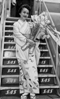 世界一周早回り飛行に挑戦した兼高かおるさん=1958年撮影
