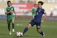 アジア杯【日本・トルクメニスタン】攻め上がる日本のFW大迫=UAEのアブダビで2019年1月9日、AP