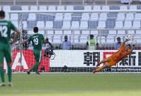 アジア杯【日本・トルクメニスタン】PKを決められる日本のGK権田=UAEのアブダビで2019年1月9日、AP