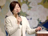 毎日21世紀フォーラムで講演する筑波大教授の山口香さん=大阪市北区で2018年12月5日、平川義之撮影