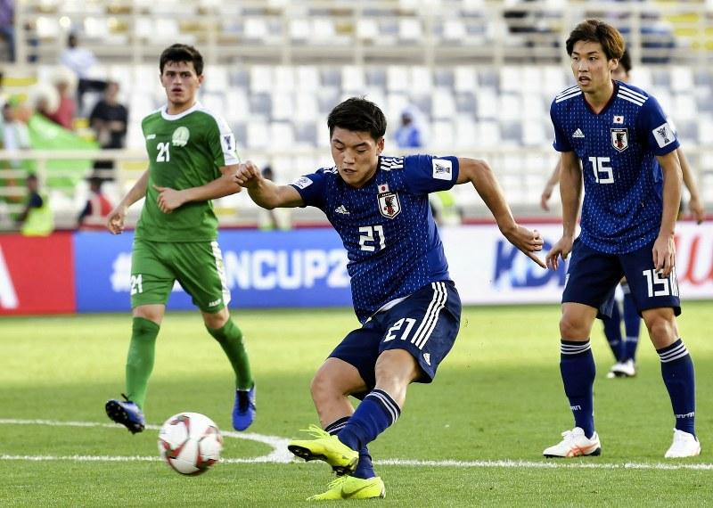 サッカー:アジア杯 日本3-2ト...