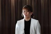 Wrestling star Saori Yoshida arrives at a news conference on her retirement at a hotel in Tokyo on Jan. 10, 2019. (Mainichi/Naoaki Hasegawa)