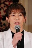 Wrestling star Saori Yoshida speaks at a news conference on her retirement at a hotel in Tokyo on Jan. 10, 2019. (Mainichi/Naoaki Hasegawa)