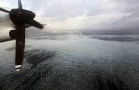 オホーツク海を南下する流氷=北海道網走沖で2019年1月10日、第1管区海上保安本部の航空機から貝塚太一撮影
