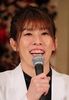 引退の記者会見で笑顔を見せるレスリング女子の吉田沙保里さん=東京都内のホテルで2019年1月10日午後2時9分、長谷川直亮撮影