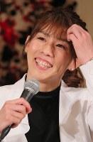 笑顔で現役引退の記者会見をするレスリング女子の吉田沙保里さん=東京都内のホテルで2019年1月10日午後2時36分、長谷川直亮撮影