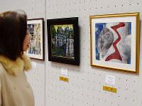 大阪の情景や風物詩を描いた公募作品が並ぶ「大阪を描こう展」=大阪市天王寺区で、安田美香撮影