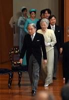 「講書始の儀」に臨まれる天皇、皇后両陛下と皇太子さまをはじめとする皇族方=皇居・宮殿「松の間」で2019年1月11日午前10時31分(代表撮影)