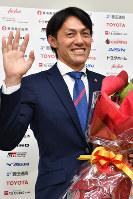 引退会見を行った楢崎正剛選手=名古屋市西区で2019年1月11日、大西岳彦撮影