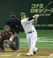 【野球】村田修一(BC栃木)/07年から2年連続で本塁打王に輝く。プロ通算15年間で打率2割6分9厘、360本塁打=東京ドームで2013年10月31日、丸山博撮影