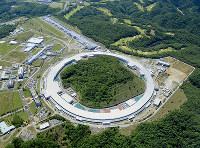 世界最高水準の分析技術を誇るスプリング8(中央の白い円形の施設)=理化学研究所提供