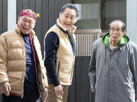 (左から)泉谷しげる、北大路欣也、志賀廣太郎