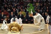 大相撲初場所を前に行われた土俵祭=東京都墨田区の両国国技館で2019年1月12日午前10時12分、手塚耕一郎撮影