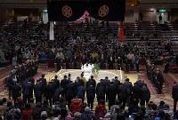 大相撲初場所を前に行われた土俵祭=東京都墨田区の両国国技館で2019年1月12日午前10時46分、手塚耕一郎撮影