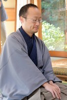 挑戦者の渡辺明棋王=静岡県掛川市の掛川城二の丸茶室で2019年1月13日午前9時5分、小林努撮影