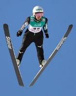 高梨沙羅の2回目の飛躍=大倉山ジャンプ競技場で2019年1月13日、貝塚太一撮影