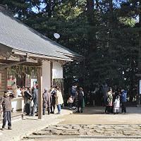 参拝者で賑わう神魂神社の境内