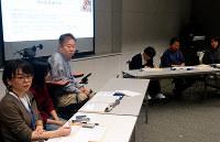 トークセッションに臨む発言者ら。左が藤本あさみさん=兵庫県小野市で、桜井由紀治撮影