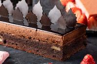 チョコレートムースケーキ=ストリングスホテル東京インターコンチネンタル提供