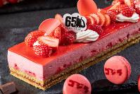 イチゴのムースケーキ=ストリングスホテル東京インターコンチネンタル提供