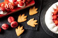 ゴジラの足型クッキー=ストリングスホテル東京インターコンチネンタル提供