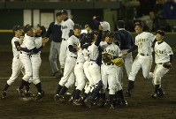 第76回大会・済美=2004年4月4日、大崎幸二撮影