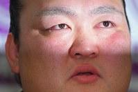 引退を表明し、記者会見で涙を流す横綱・稀勢の里=東京・両国国技館で2019年1月16日午後3時45分、渡部直樹撮影