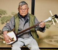 絃の名人に昇級した佐々木偉市さん=島根県雲南市大東町須賀で、鈴木周撮影
