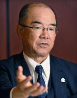 インタビューに答える大阪ガスの本荘武宏社長=大阪市中央区で、山崎一輝撮影
