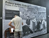 A visitor looks at an exhibit highlighting a Polish family that helped save Jews during World War II, at the Museum of the Second World War, in Gdansk, northern Poland, on July 24, 2018. The photo has been blown up to make the exhibit stand out more than it did originally. (Mainichi/Koji Miki)