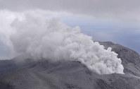Smoke rises from the Shindake volcano on Kuchinoerabu Island on the morning of Jan. 17, 2019. (Mainichi)