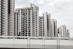 一部のマンションでは住民によるごみの分別が始まった(Bloomberg)