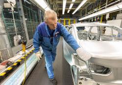 今後の労働力不足が景気の伸びを抑制?(Bloomberg)